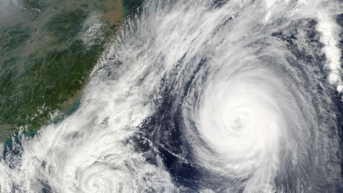 Тайфунът Хайшен заплашва Корея, след като удари Япония