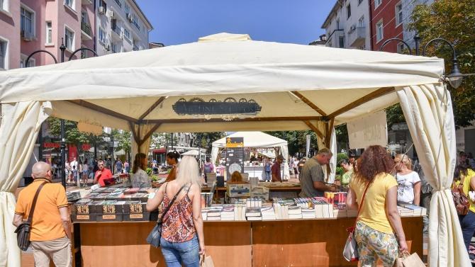 Есенната Алея на книгата започна в центъра на София