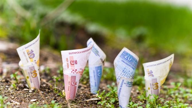 Комисиони от земя допълват доходите в кризата