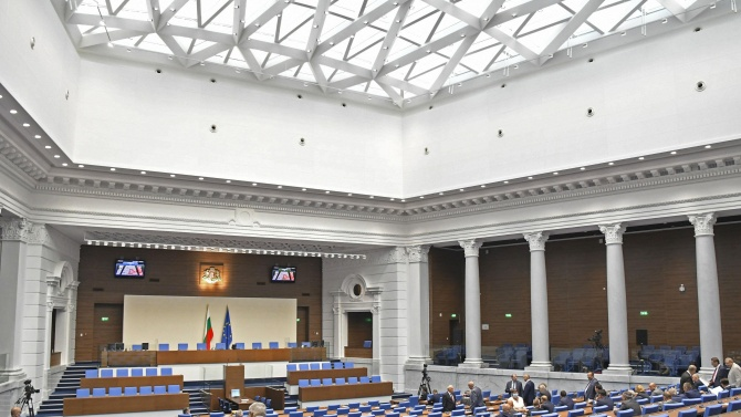 Парламентът разреши България да изтегли заем от над 1 млрд. лв.  до 2022 г.