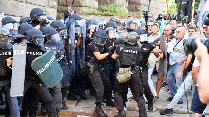 Между 10 и 15 000 души се очаква да прати Божков на утрешния протест