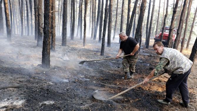 Продължава потушаването на големия горски пожар в района на Девин