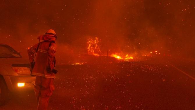 Огнен ад! Трима загинали при горски пожар в Калифорния