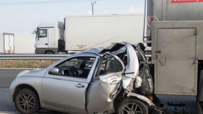 Гръцки тираджия рани жена при катастрофа край Хасково