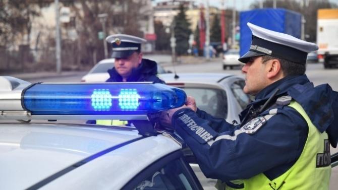 Пиян шофьор със спукана гума си спретна гонка с полицаи в Пловдивско