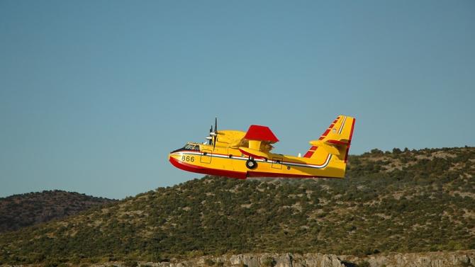 Нов горски пожар застрашава курорт край Атина
