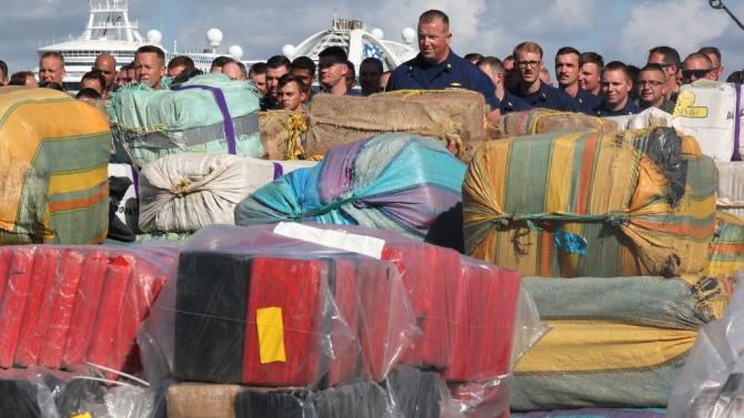 Над един тон кокаин, предназначен за европейския пазар, задържан близо до Канарските острови