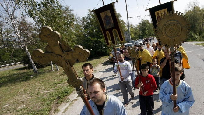 Хиляди християни посрещнаха Кръстовен ден на Кръстова гора в Родопите