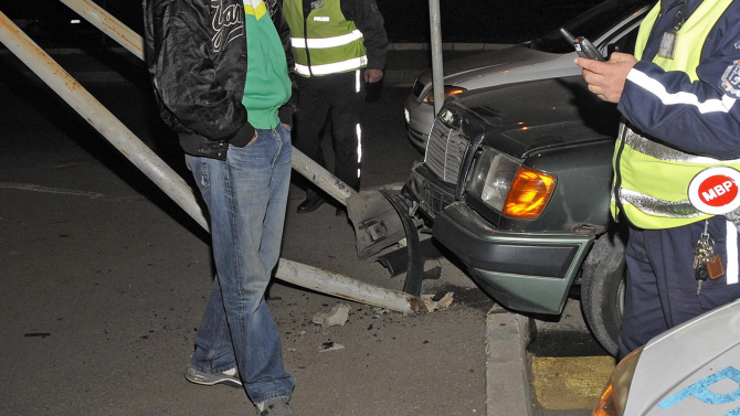 Пиян шофьор предизвика меле на пътен възел Каблешково