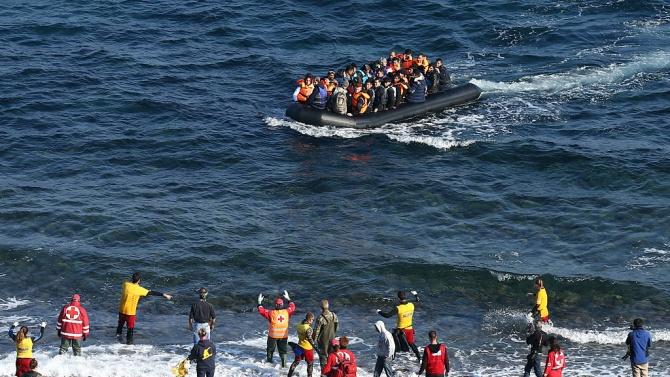Гръцката брегова охрана спаси 30 мигранти край остров Крит