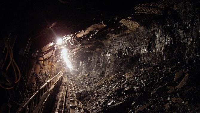 След инцидент с 50 жертви, растящият брой загинали в златните мини в ДР Конго беше отбелязан с розови ковчези