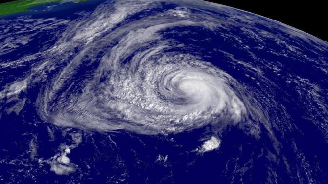 Ураганът Полет достигна територията на Бермудските острови и повали дървета и електрически стълбове