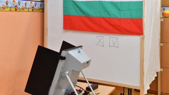 Правната комисия възложи на ЦИК да осигури машините за гласуване