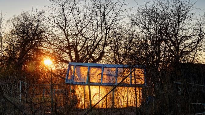 Осем къщи и пристройките към тях са изгорели при пожара в село Грамитиково
