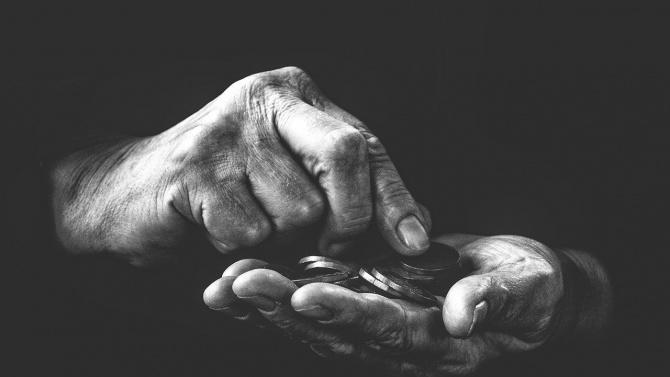 Мъж и жена, представящи се за бедстващо семейство, мамят хора