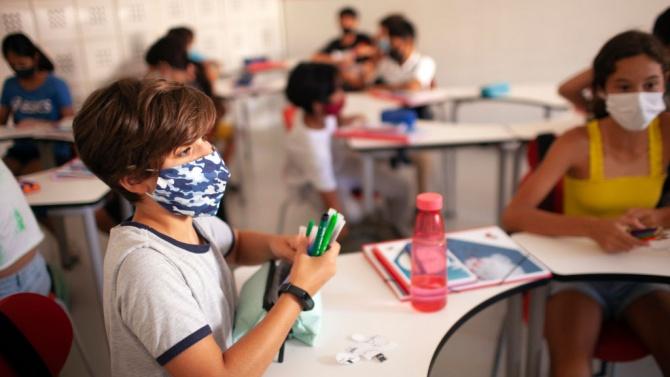 187 ученици с диагноза коронавирус в Молдова за две учебни седмици