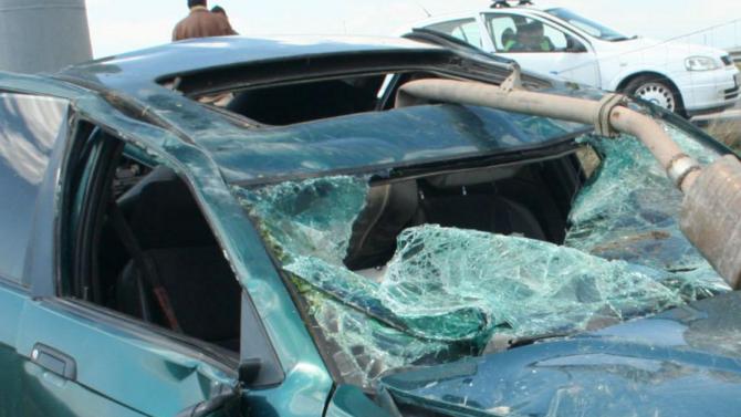 Шофьор без книжка се вряза във варненско заведение, мъж е тежко пострадал