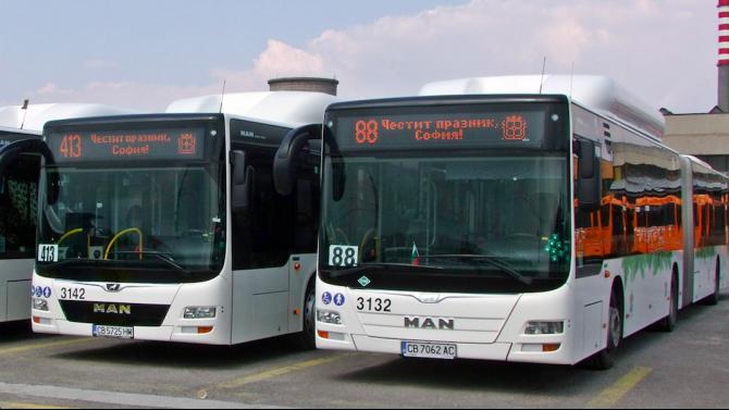 За Деня на София - автобусите с празнични табели