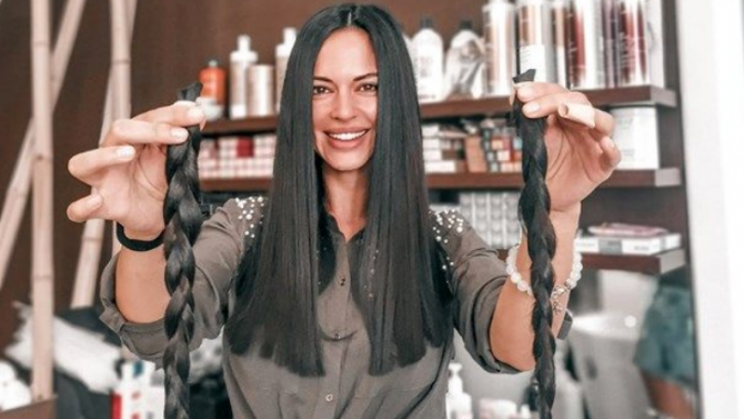 Фитнес кралица дари косата си на онкоболни
