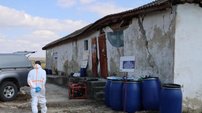 Емил Димитров провери с прокуратурата склад със стари пестициди край варненско село