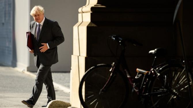 Борис Джонсън смята да действа твърдо срещу COVID-19