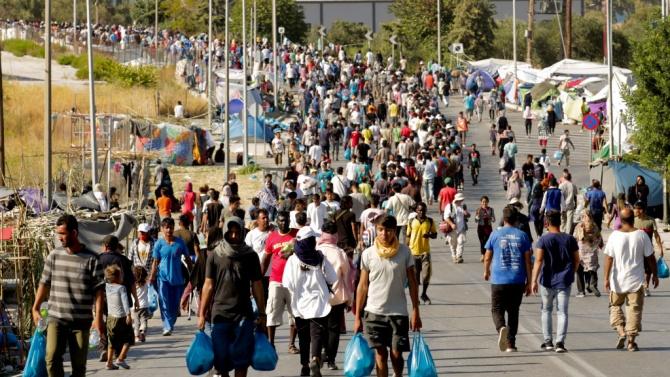 Над 1150 мигранти са преместени в новия лагер на остров Лесбос