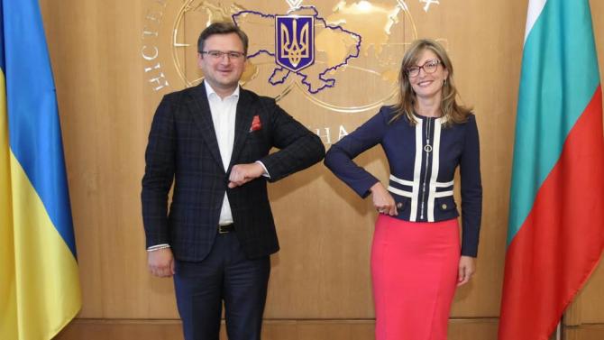 Захариева в Киев: Пълна подкрепа за политическата и икономическата интеграция на Украйна в евроатлантическото пространство
