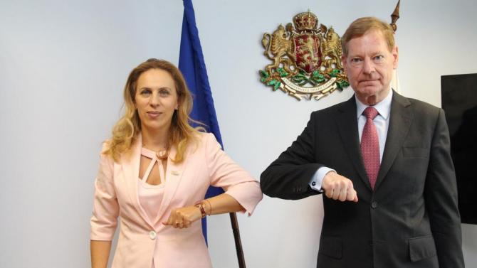 """Марияна Николова проведе работна среща с ръководителя на бюрото на фондация """"Конрад Аденауер"""""""