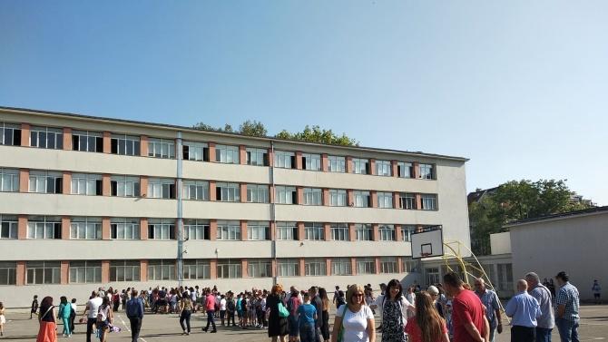 Зам.-министър: Няма да затваряме училища заради COVID-19