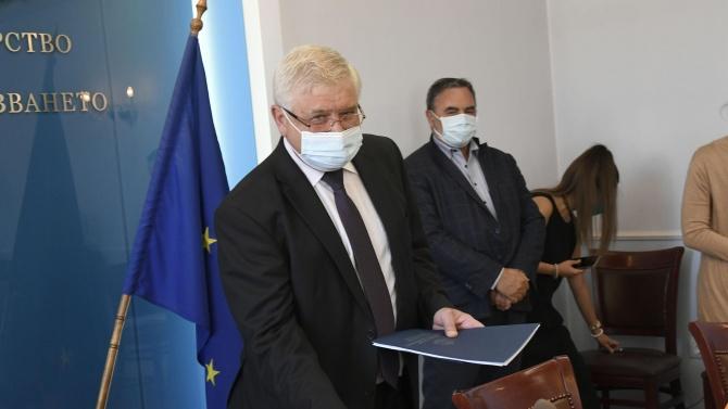 Кирил Ананиев затапи Корнелия Нинова за външния дълг