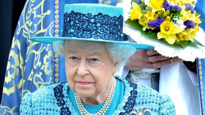 Елизабет II отне присъдения на Уайнстийн Орден на британската империя