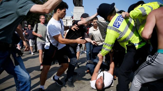 Сблъсъци в Лондон при протест срещу нова карантина и ваксинации