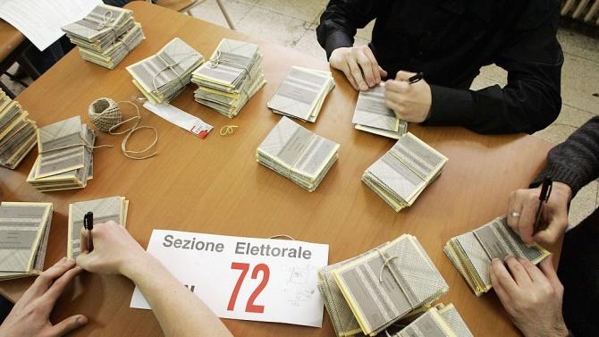 Италианците гласуват днес на референдум за намаляване броя на депутатите