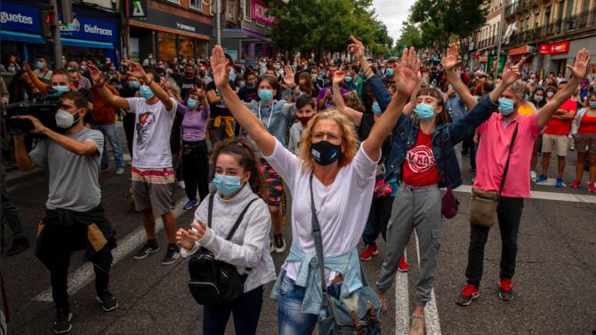 Протести в Мадрид срещу новите ограничения срещу разпространението на коронавируса