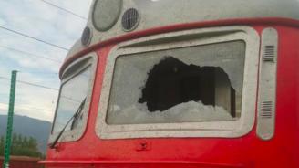 Машинистът на влака с разбито стъкло на локомотива: Преживяхме шок и стрес