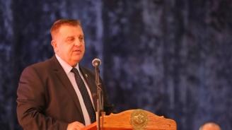 Каракачанов: Младите започнаха да осъзнават, че армията е добра перспектива