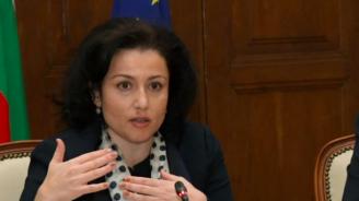 Десислава Танева: Няма нито един спрян евроцент по програмите за земеделие