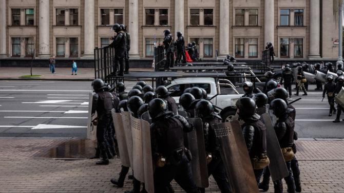 Беларуската полиция е задържала 442 души по време на вчерашните