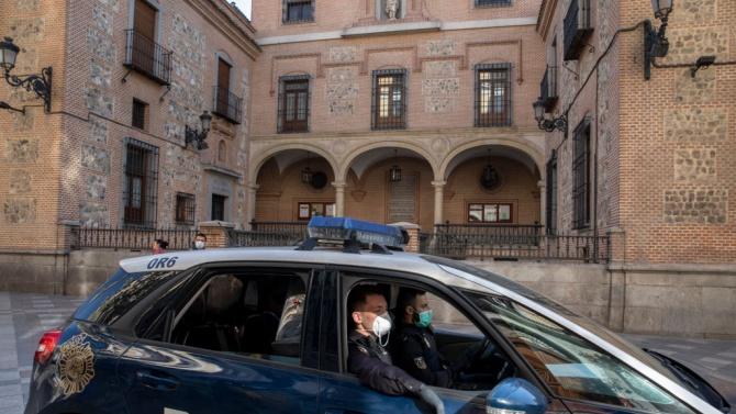 Полицията в испанската столица и околните градове от днес спира