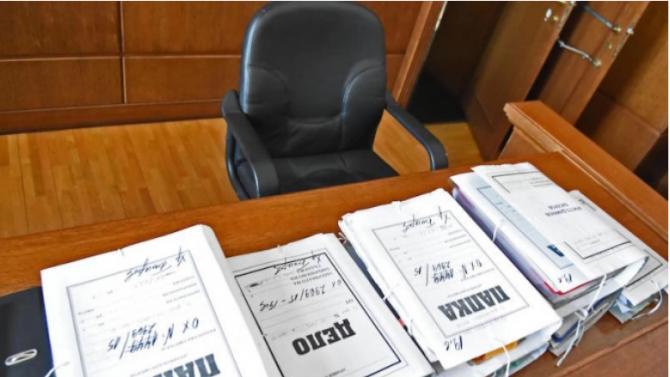 Многократно осъждана жена е изправена на подсъдимата скамейка за измами с резервации на имоти за почивки