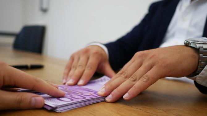 Съмнителни транзакции преминали и през банки в България