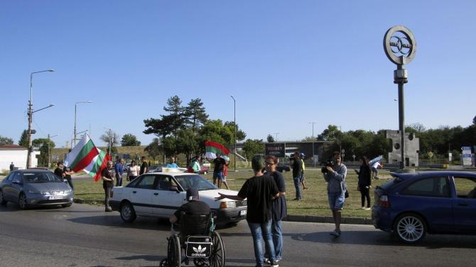 Протестиращи блокираха Дунав мост