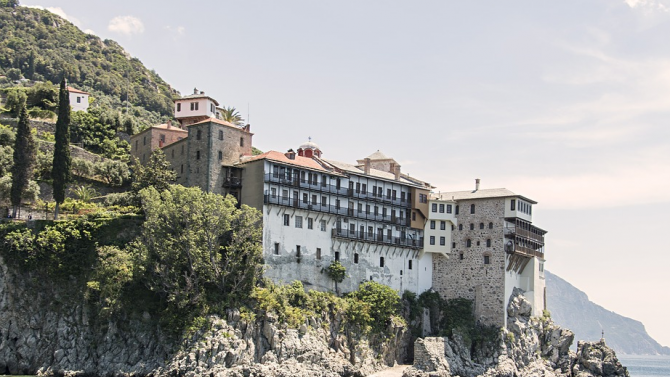 Въвеждат нови ограничителни мерки за посещение в Света гора