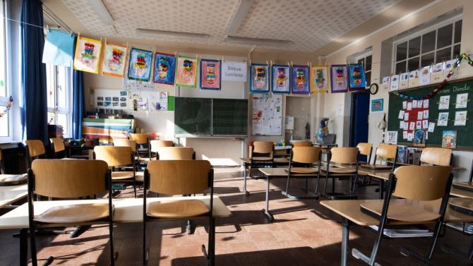 Заради заболяла от COVID-19 учителка 22-ма ученици от поповско село утре няма да влязат в клас