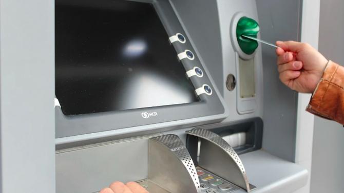 Трима българи бяха задържани в Индия за източване на банкови карти