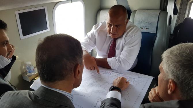 """Борисов полетя с хеликоптер, инспектира """"Балкански поток"""" от въздуха"""