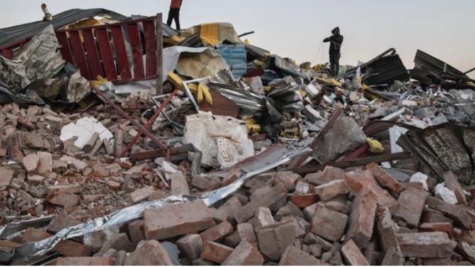 Най-малко 39 загинали при срутването на сграда в Индия
