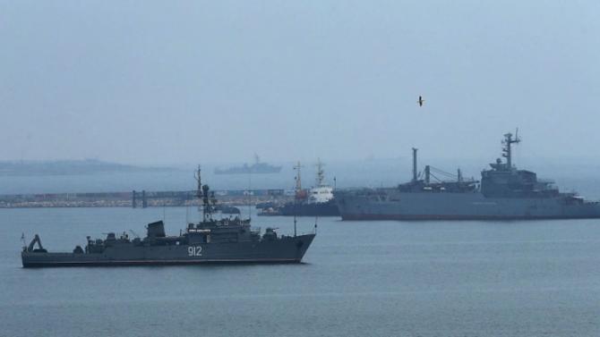 Руски военен кораб се сблъска днес с швейцарски контейнеровоз в