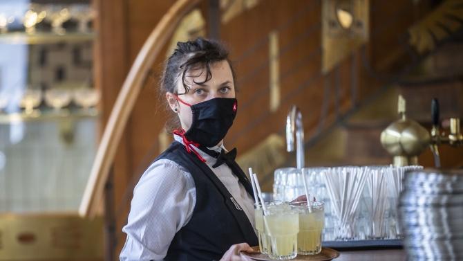 Заради коронавируса: В Чехия затегнаха мерките в питейните заведения и ресторантите