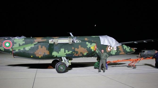 """Първите два ремонтирани самолета Су-25 пристигнаха в """"Безмер"""""""